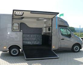 camion van chevaux. Black Bedroom Furniture Sets. Home Design Ideas