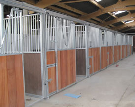 Abris Chevaux Boxes Barns Ecuries Rhône Alpes Cheval Liberté - Porte box chevaux